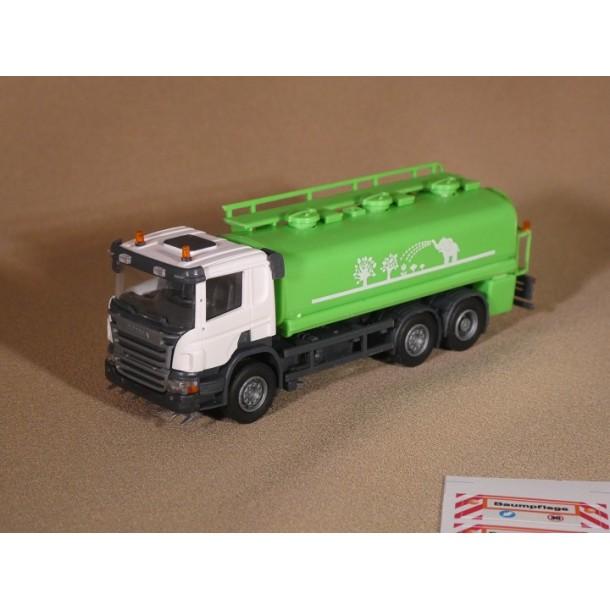 """OLM Design 007  auto Scania P-series cysterna- polewaczka  6x2/4 """" podlewanie drzew""""  seria limitowana 250 szt   (H0)"""