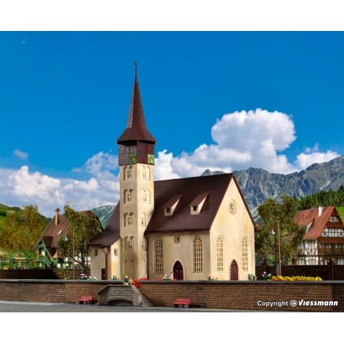 VL49210 kościół wiejski  19 x B 14 x H 30,5 cm. (H0)