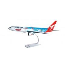 "h610285 samolot  Qantas Boeing 767-300 ""Disney's Planes""   Snap Fit (1:200)"